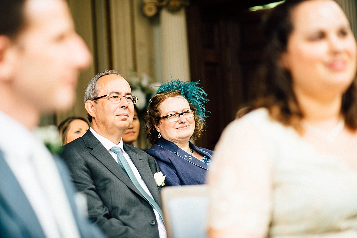 fun wedding photography parents of the bride watch ceremony