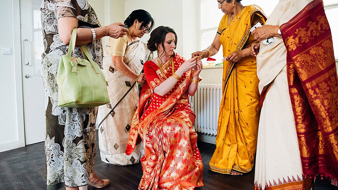 Cultural fusion London wedding - Bride gets ready with in-laws