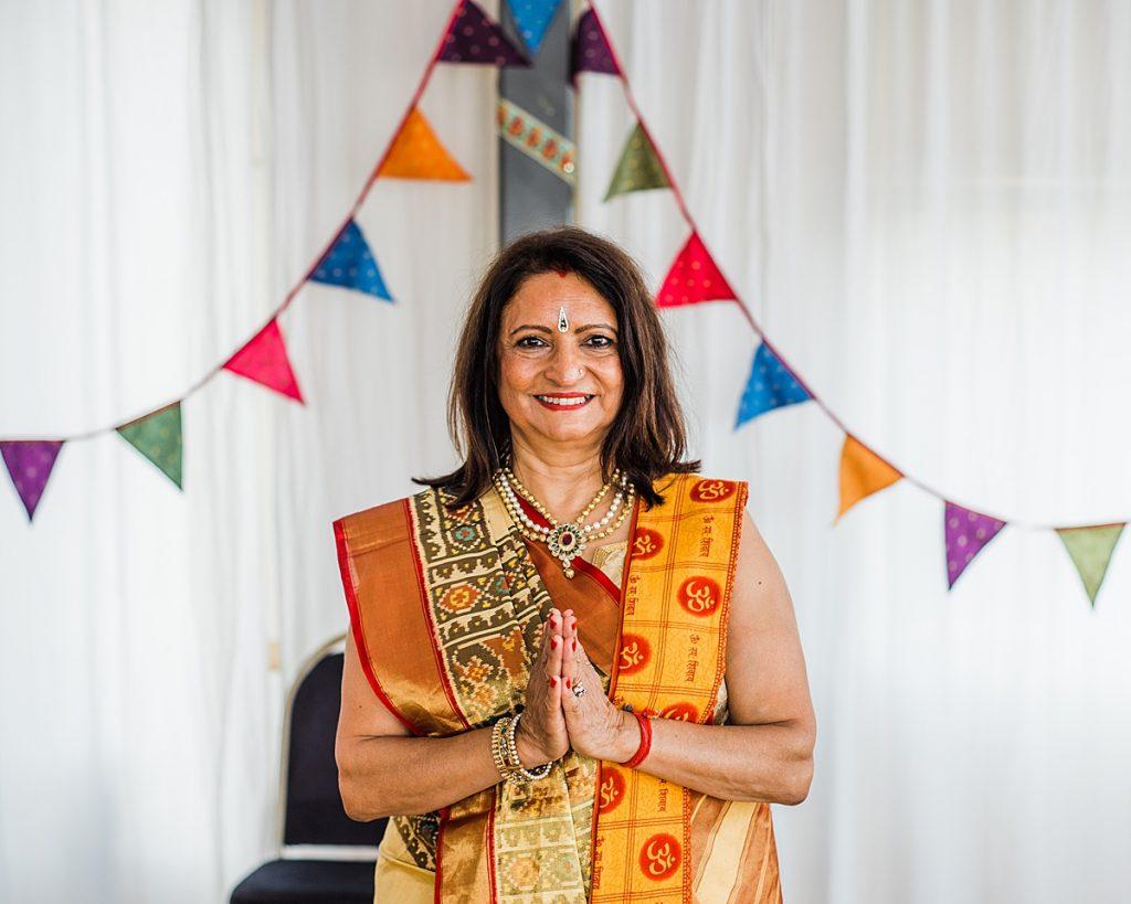 Female Pandit Chanda Vas - Greenwich Yacht Club Wedding by Parrot & Pineapple