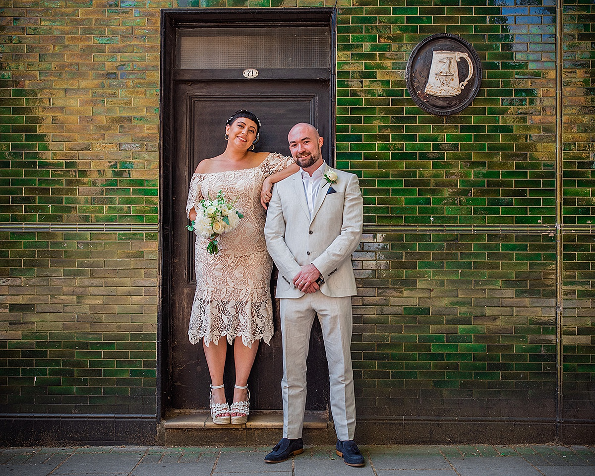 Couple in front of green tiled wall - Islington town hall wedding - Parrot and Pineapple photography