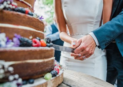 Nick and Jade cutting the wedding cake at the Gipsy Queen Pub