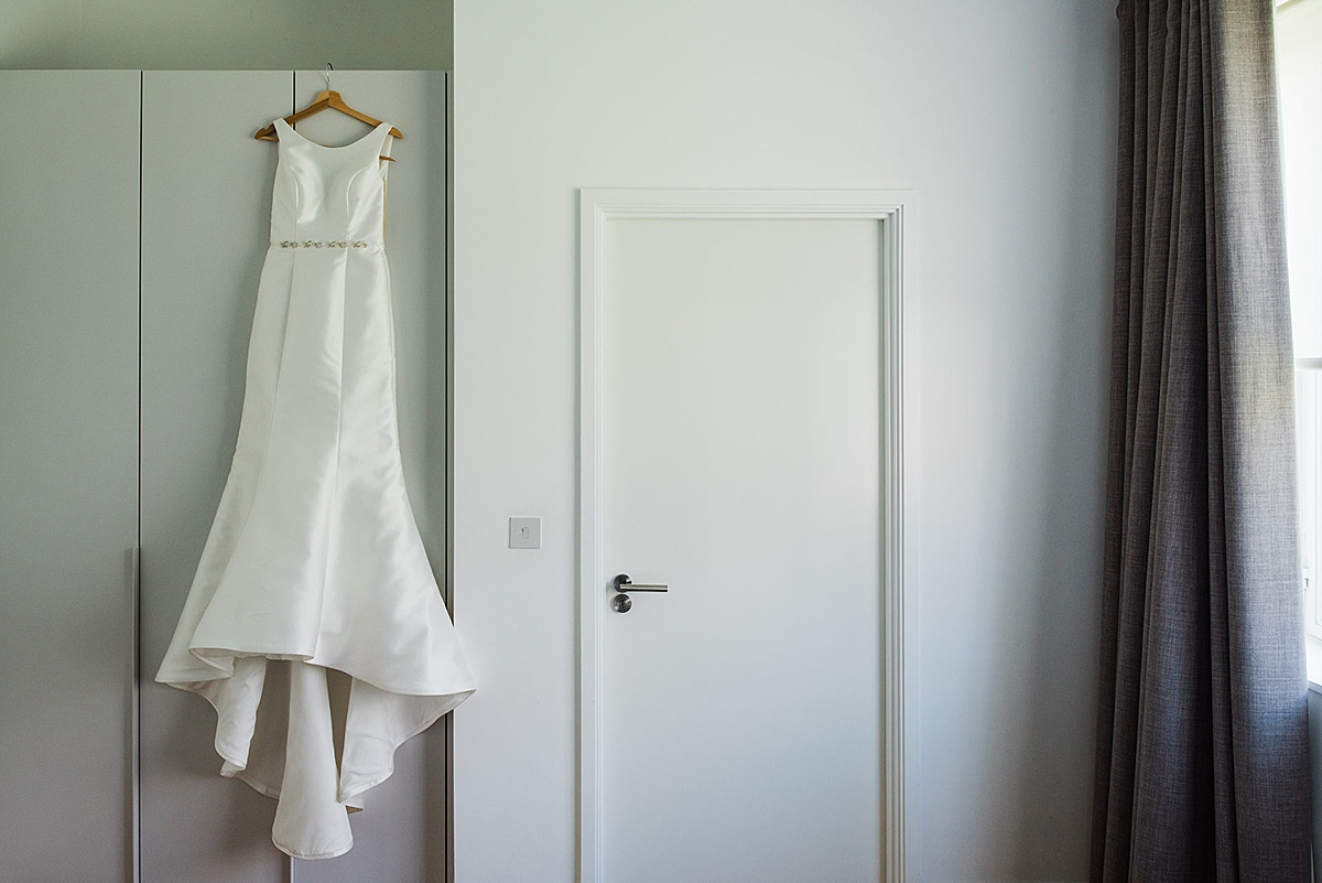 Modern and sleek wedding dress. Wedding planning advice. By Parrot and Pineapple.