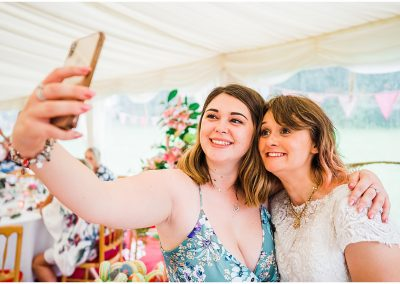 Bridal-Selfies-DIY-Home-Garden-Wedding-Parrot-and-Pineapple-Wedding-Photography
