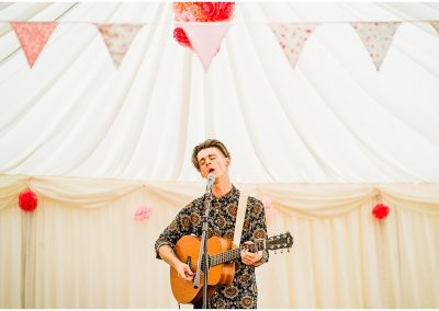 Wedding-Entertainment-DIY-Home-Garden-Wedding-Parrot-and-Pineapple-Wedding-Photography